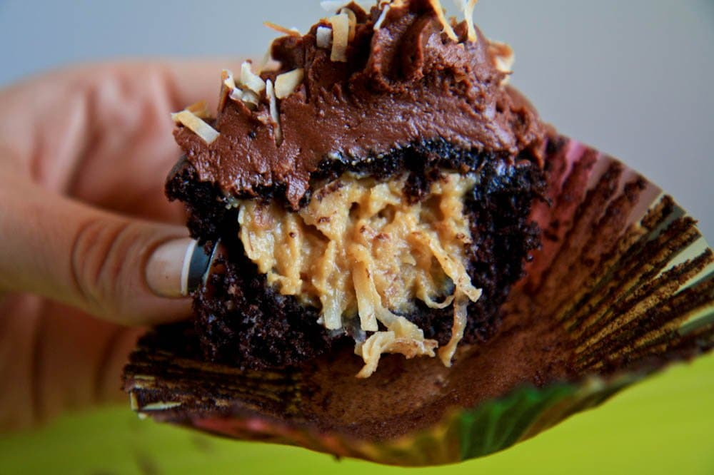 cupcakes with filling in the middle