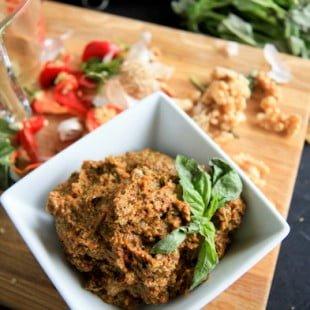 vegan roasted red pepper pesto