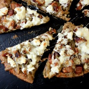 caramelized onion, bacon and goat cheese pizza