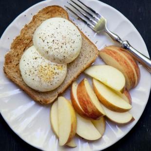 eggs toast apples breakfast