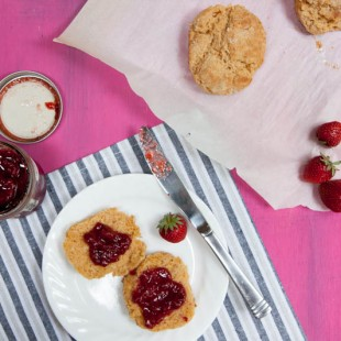 low-sugar strawberry balsamic jam