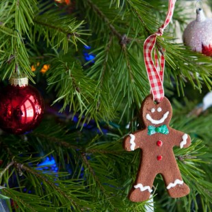 super easy homemade cinnamon ornaments