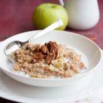 apple-date steel cut oatmeal