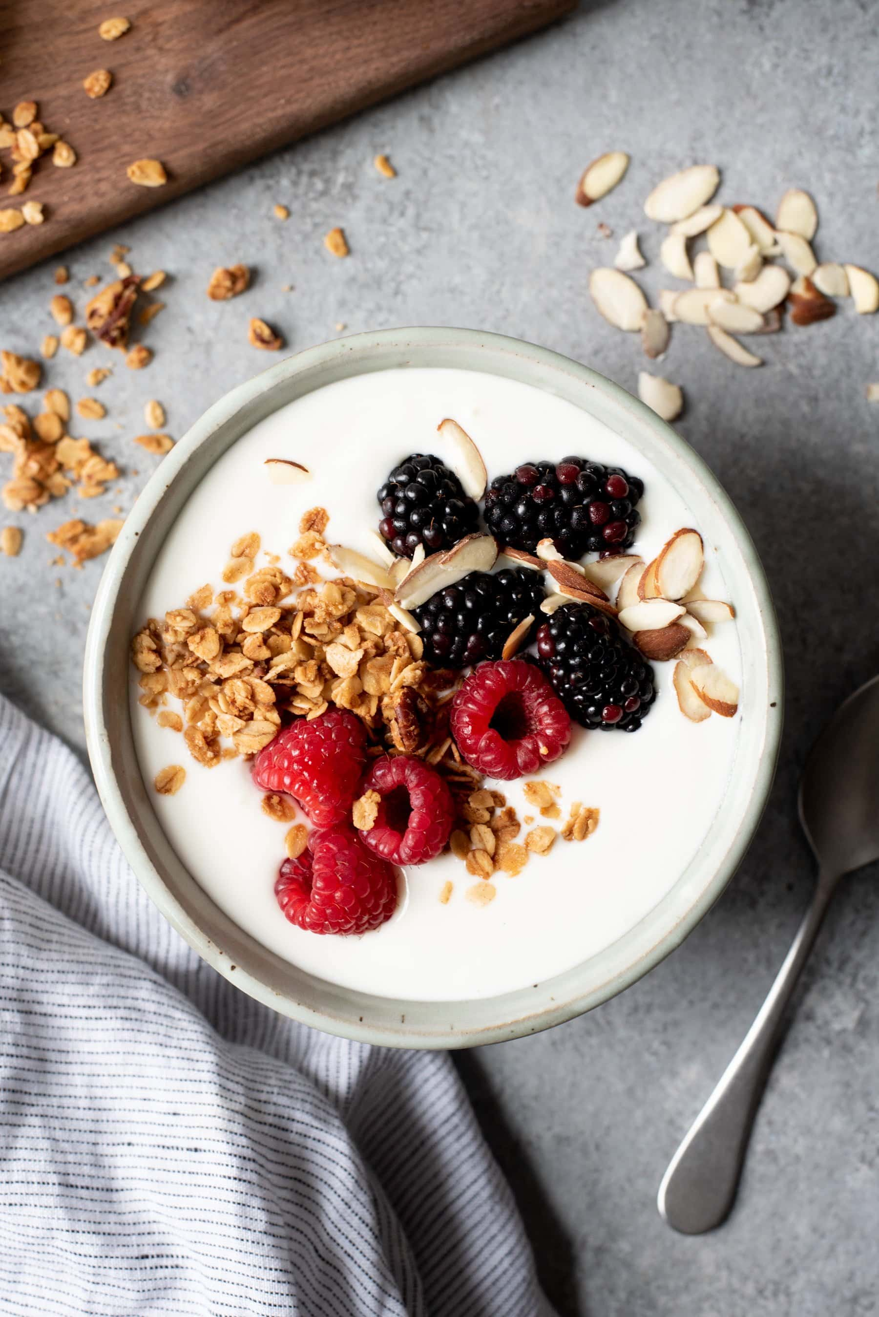 Simple recipes for making yoghurt in a yoghurt maker, a slow cooker, a thermos and a jar at home: yogurts made from milk, sourdoughs and sour cream, sweet yogurts with berries and fruits 9